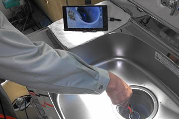 タブレット PC を応用した管内観察カメラを開発し常備しています。